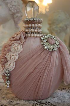 flacon réalisé en soie et mousseline en vieux rose