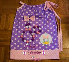 Daisy Duck pillowcase dress with matching hair bow and chunky necklace/bracelet set #paisleysfashionbows