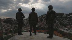 Polícia e exército são recebidos a tiros em megaoperação em favelas no Rio