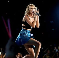 "Taylor Swift singing ""New Romantics"" at the 1989 Tour in East Rutherford Taylor Swift Concert, Taylor Swift Hot, Taylor Swift Style, Swift Tour, The 1989 World Tour, 1989 Tour, East Rutherford, New Romantics, Taylor Swift Pictures"