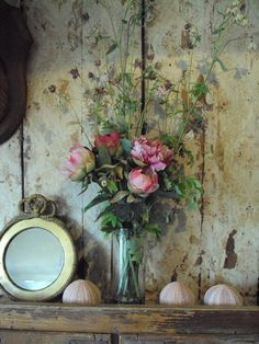 Love the old wallpapered boards idea! #Romantik