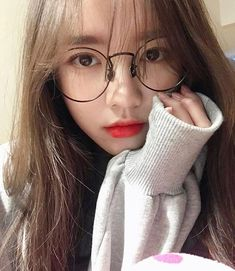 Image shared by 노을 ☾. Find images and videos about girl, korean and ulzzang on We Heart It - the app to get lost in what you love. Pretty Korean Girls, Cute Korean Girl, Asian Girl, Style Ulzzang, Ulzzang Korean Girl, Ulzzang Girl Selca, Korean Aesthetic, Aesthetic Girl, Ulzzang Glasses