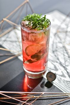 Add lime wedges, basil leaves and Georgian Bay Vodka to the Collins glass. Collins Glass, Vodka Recipes, Water 3, Basil Leaves, Lime Wedge, Georgian, Juices, Soda, Fill