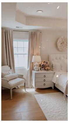 Master Bedroom Layout, Room Design Bedroom, Master Bedroom Makeover, Bedroom Layouts, Room Ideas Bedroom, Small Room Bedroom, Home Decor Bedroom, Small Rooms, Dream Bedroom