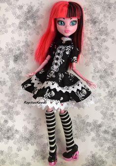 Vestido gothic lolita hecho a mano para muñeca monster high de RopitasKawaii en Etsy