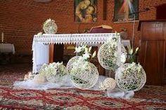 Risultati immagini per pierwszokomunijne dekoracje kwiatowe ołtarza