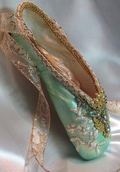 Hell Green Point Shoe, in which Ballet, I don't know. :-((  -- Pointe (de danseuse ;-) ) Vert Clair, dans quel Ballet, je ne sais pas :-((