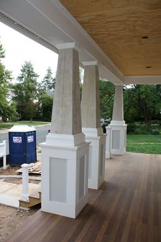 I like the wooden painted bases on porch support posts Front Porch Pillars, Painted Front Porches, House Pillars, Front Porch Posts, Front Porch Design, Front Deck, Wood Columns Porch, Front Entry, Craftsman Columns
