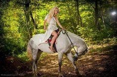 Instagram media by izzigreo - #лошади#лес#романтика#фотосессия#сергейлевит