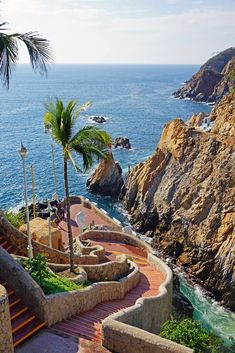 Stairway to Heaven... La Quebrada stairway, Acapulco, #Mexico (where the super brave Mexican divers leap)