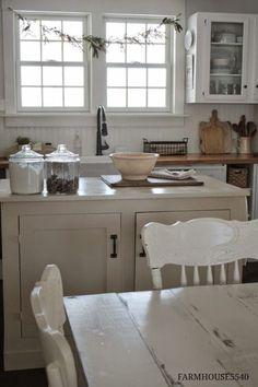 shabby chic kitchen designs – Shabby Chic Home Interiors Farm Kitchen Ideas, New Kitchen, Kitchen Decor, Kitchen White, White Cottage Kitchens, Country Kitchens, Farmhouse Kitchens, Kitchen Interior, Cozinha Shabby Chic