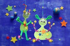 Diese kugeligen Freunde sind der Hit auf der Weltraum-Party! • Umsetzung und Foto: Thordis Rüggeberg