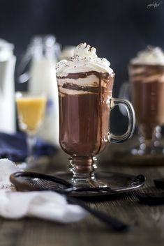 czekolada na goraco Chocolates, Coffee Maker Machine, Coffee Love, Hot Chocolate, Chocolate Marshmallows, Nutella, Delicious Desserts, Latte, Food And Drink
