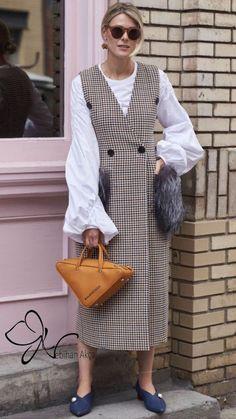 Pretty Printed Dresses Were Everywhere On Day 2 of New York Fashion Week - Fashionista New York Fashion Week Street Style, Ny Fashion Week, Street Style Trends, Spring Street Style, Cool Street Fashion, Street Style Looks, Look Fashion, Spring Fashion, Fashion Design