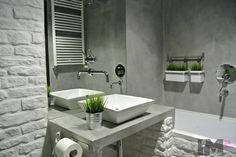 """Wnętrza, Betonowa, surowa łazienka - Łazienka w całości pokryta specjalną zaprawą betonową.Wszystkie elementy są tak przemyślane by jej """"sur..."""