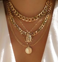 A simple stack we ❤️ Cute Jewelry, Gold Jewelry, Jewelry Accessories, Fashion Accessories, Jewelry Necklaces, Jewelry Design, Fashion Jewelry, Women Jewelry, Layering Necklaces