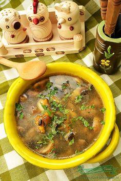 Suntem in plin Post. Aceasta Supa de Ciuperci de Post se prepara rapid si este o supa gustoasa…. . De multe ori nu mai stim ce sa gatim si avem nevoie de ceva bun si totusi care sa se gateasca rapid. Avem multe Retete de Post care speram noi sa va fie de ajutor si