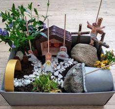Vytvorte si veľkonočnú záhradku s deťmi, hravou formou. Pochopia zmysel Veľkej noci - akcnemamy Bird Feeders, Lego, Outdoor Decor, Home Decor, Homemade Home Decor, Interior Design, Legos, Home Interiors, Decoration Home