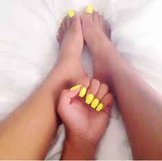 Pin by gemma honey on beauty unghii, manichiură, pedichiură Neon Yellow Nails, Yellow Nails Design, Neon Toe Nails, Red Nails, Gorgeous Nails, Pretty Nails, Coffin Nails, Acrylic Nails, Acrylics