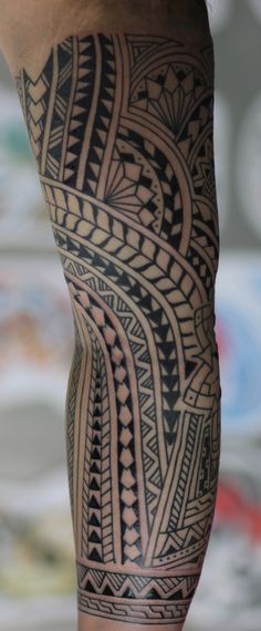 samoan tattoos with sharks in tribal patterns Maori Tattoo Frau, Tattoo Tribal, Samoan Tribal Tattoos, Tribal Henna, Black Sleeve Tattoo, Best Sleeve Tattoos, Tattoo Sleeves, Polynesian Tattoo Designs, Maori Tattoo Designs
