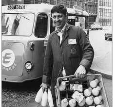I used to wake very early to watch for the milk man delivering our milk. When I was VERY young, our milkman had a hand cart 😊 Sweet Memories, Childhood Memories, Uk History, Working People, The Good Old Days, Back In The Day, Rotterdam, Vintage Photos, Holland
