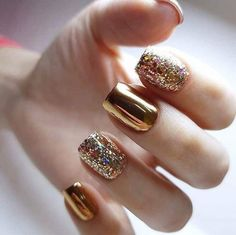 Semi-permanent varnish, false nails, patches: which manicure to choose? - My Nails Sparkle Nails, Fancy Nails, Gold Nails, Glitter Nails, My Nails, Gold Manicure, Matte Nails, Gold Nail Art, Metallic Nails