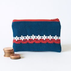 Great idea to use all the fun ric rac that is around now! Love this particular retro look also. These little purses can be made out of all sorts of old fabric from cut up op shop clothes etc.