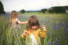 aurelia-holder-photographie-photo-photographe-manosque-marseille-aix-en-provence-sisteron-montbeliard-isere-la-balme-les-grottes-seance-enfant-portrait-champ-fleurs