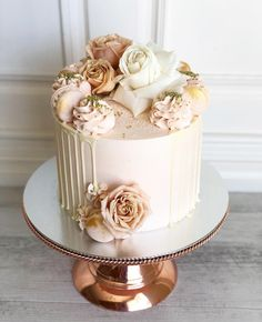 Likes: comments: 29 – Jenne Alonso (Posh Little Cakes) on Instag … - Birthday Cake Easy Ideen Cute Birthday Cakes, Beautiful Birthday Cakes, Homemade Birthday Cakes, Birthday Cakes For Women, Homemade Cakes, Beautiful Cakes, Birthday Cake Designs, Birthday Cake For Women Elegant, 22nd Birthday