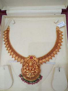 Gold Temple Jewellery, Gold Wedding Jewelry, Gold Jewelry Simple, Jewelry Design Earrings, Gold Earrings Designs, Gold Jewellery Design, Kerala Jewellery, Antique Gold, Gold Necklace