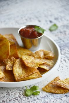 Step up your chips and salsa game with Homemade Baked Tortilla Chips. You can easily make your own chips at home and use them for dipping, nachos or on top of Mexican inspired soups. You will love how simple these are to make! // acedarspoon.com #tortillas #bakedtortillas #chips #homemadechips Healthy Dinner Recipes, Mexican Food Recipes, Snack Recipes, Snacks, Appetizers For A Crowd, Low Carb Appetizers, Crockpot Recipes, Cooking Recipes, Homemade Chips