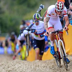 Mathieu van der Poel in the Koksijde sand behind Wout Van Aert @bettiniphoto @nicovereeckenfoto