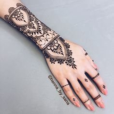 Ran into a friend today and did her henna. I love how this turned out! If any of…