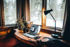 Home Office Decor, Diy Home Decor, Office Furniture, Deco Boheme Chic, Writing Studio, Workspace Inspiration, Furniture Inspiration, Desk Lamp, Living Room Decor