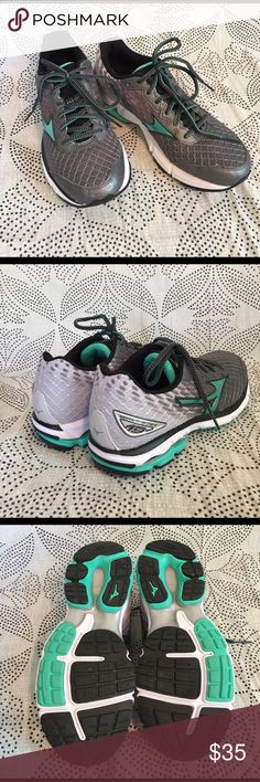 NWOT mizuno wave rider 19 Mizuno wave rider 19 running shoes mint green grey and white Mizuno Shoes Athletic Shoes