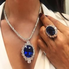 Completing our series of magnificent necklaces with wearing a unique oval sapphire pendant, suspended on a diamond chain. Luxury Jewelry, Modern Jewelry, Fine Jewelry, Jewellery, Sapphire Pendant, Sapphire Necklace, Sapphire Diamond, Blue Sapphire, Diamond Jewelry