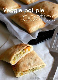 Veggie pot pie pasties [Amuse Your Bouche] - Needs mushroom gravy though Vegetarian Recipes, Cooking Recipes, Yummy Recipes, Vegetarian Pasties, Quiches, Empanadas, Yummy Food, Tasty, Relleno