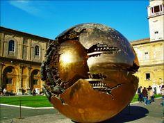 Esfera del Vaticano Esfera dentro de esfera De Arnaldo Pomodoro