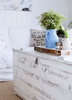 Channel the relaxed elegance of the French countryside with its signature shabby chic decor. From crumpled linens to weathered antiques, learn how to incorporate this whimsical, well-loved style into your home sweet home. French Country Farmhouse, French Country Style, Country Chic, Farmhouse Decor, Country Life, French Decor, French Country Decorating, Home And Deco, Cool Ideas