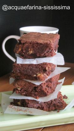 brownies fondenti con nocciole/melting brownies with nuts