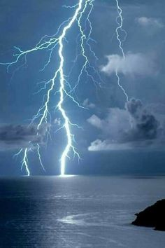 Find images and videos about blue, nature and sky on We Heart It - the app to get lost in what you love. Ride The Lightning, Thunder And Lightning, Lightning Strikes, Lightning Storms, Lightning Photography, Nature Photography, Storm Pictures, Wild Weather, Storm Clouds