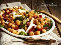 Questa insalata di ceci è una ricetta furbissima: appetitosa, economica, veloce da realizzare e particolare. Tutte ottime qualità, non è vero?