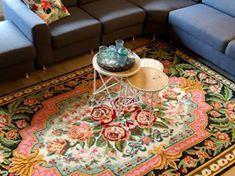 details from this nice rose kilim rug  Details van deze mooie rozenkelim met zachte kleuren