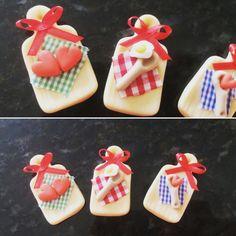 lembrancinha para cha de cozinha, tabua em biscuit  Com 4,5 cm com íman de geladeira