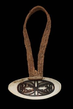 Papua New Guinea | Sepik | Necklace | Melo shell, tortoiseshell, braided fibre | 20th Century, 1950- 2000 |
