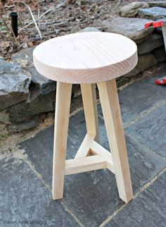 desk stool, 3 legged stool, wood stool with 3 legs, diy stool Recycled Furniture, Rustic Furniture, Diy Furniture, Furniture Design, Plywood Furniture, Chair Design, Modern Furniture, Desk Stool, Wood Stool