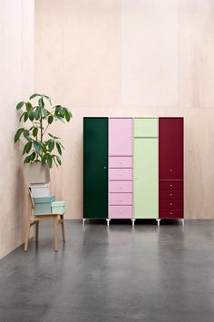 Decorate your living room as you want it with shelves, units, cabinets, sideboard and hi-fi and TV furniture. See inspiring ideas with Montana. Cabinet Furniture, Furniture Decor, Furniture Inspiration, Interior Inspiration, Montana Furniture, Interior Decorating, Interior Design, Modular Design, Colorful Furniture