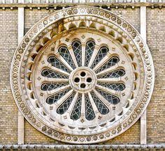 Herunterladen - Runde Kirchenfenster — Stockbild #3591344