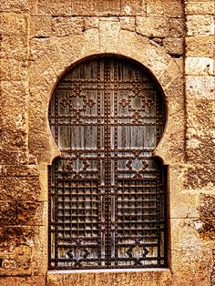 Puerta en La Macarena, Sevilla | Spain  I know this door from spending many visits in Seville! Funny to find it on Pinterest...