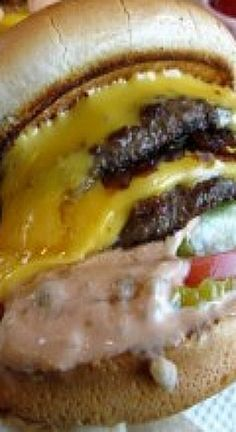 is the best Cheeseburger that you will ever eat in your life. If you're into cheeseburgers like me you'll love this delicious cheeseburger with its secret ingredients. Burger And Fries, Beef Burgers, Mini Burgers, Veggie Burgers, Hamburger Recipes, Ground Beef Recipes, Pork Recipes, Chicken Recipes, Best Cheeseburger Recipe
